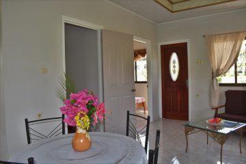 klein-wanica-voordeur-zitgedeelte