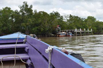 Met de boot naar Plantage Resort Frederiksdorp